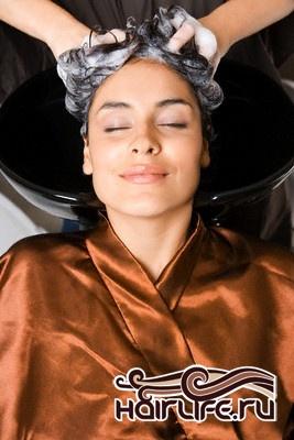 В отличие от большинства порошков представленных на рынке, наш порошок не меняет натуральный пигмент волоса в процессе удаления искусственного красителя. Это позволяет парикмахеру контролировать процесс и получать необходимый цвет.   Процедуру можно повторять несколько раз, если нужно осветлить искусственный пигмент на много тонов.   Как и при осветление, когда состав нанесен и идет процесс удаления пигмента, для ускорения процедуры можно использовать нагревательные приборы с колпаком.   При нанесении на седые волосы, система дает осветляющий подготовительный эффект и подготавливает волосы для дальнейшего окрашивания, повышая его способность впитывать краситель.