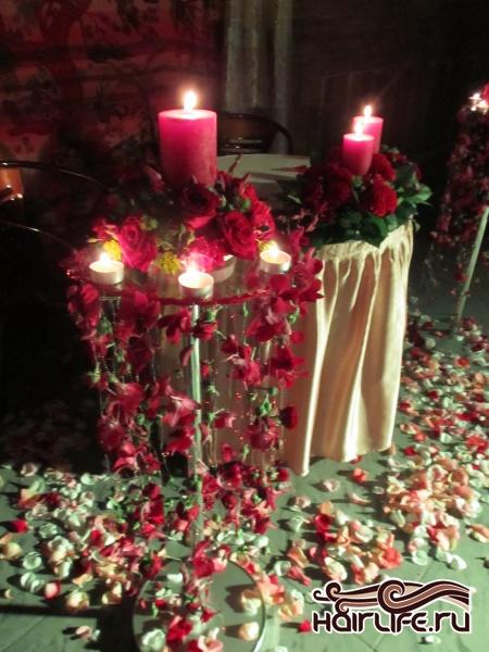 самое главное место на свадьбе утопает в цветах...